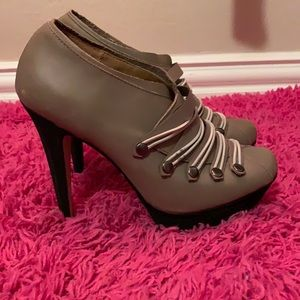 Messeca New York high heel bootie Sz 7.5 👠